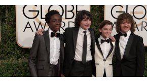 Los chicos de Stranger Things en la alfombra de los Globo de Oro