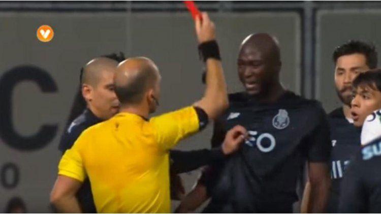 La insólita decisión del árbitro