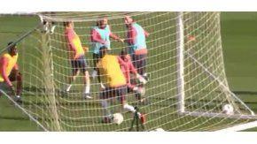 El doble caño de Messi en la definición