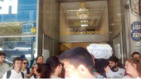 Unos 3.000 trabajadores del Ministerio de Educación fueron despedidos