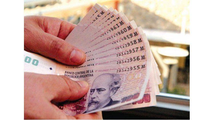 La mitad de los argentinos gana menos de $ 8000