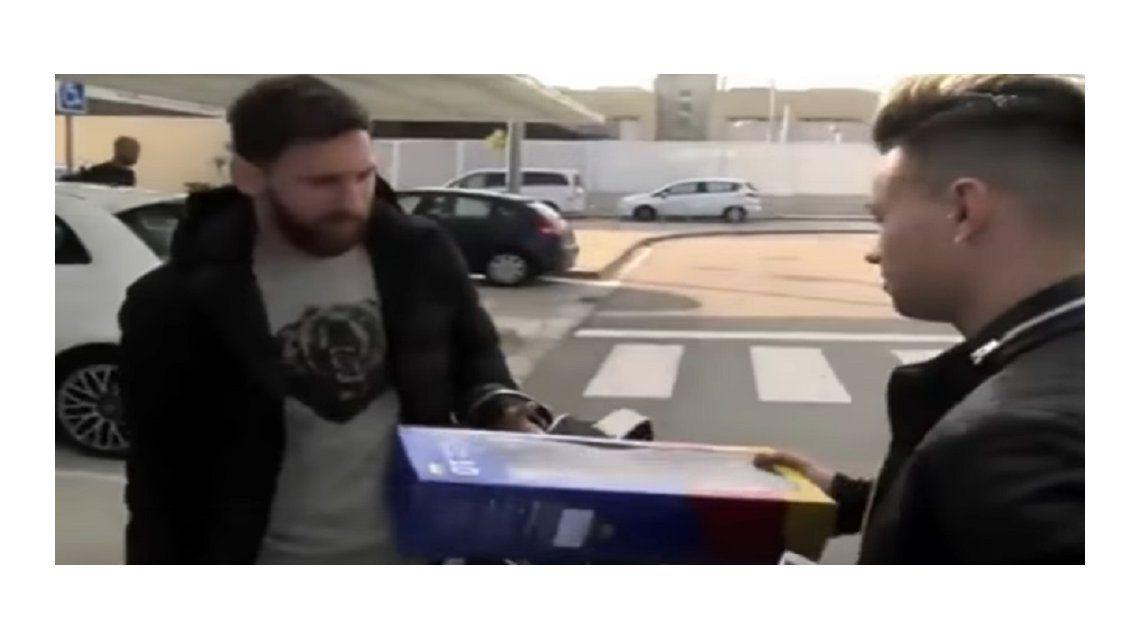 El argentino arribó a Barcelona junto a Mascherano y Luis Suárez