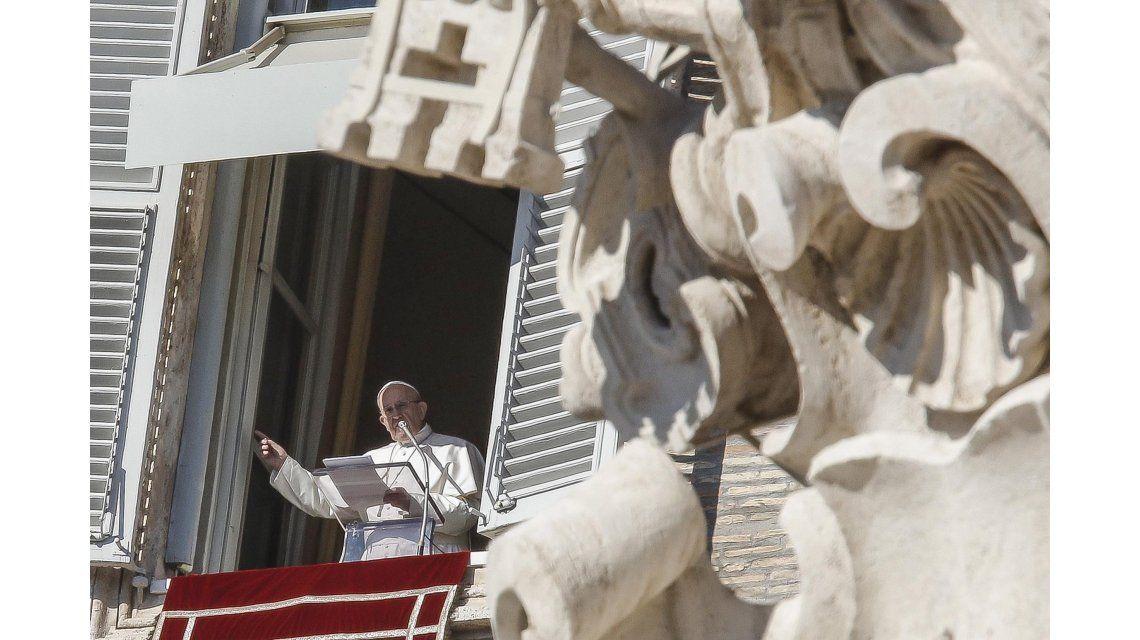 Francisco dedicó el Ángelus a las víctimas de Estambul
