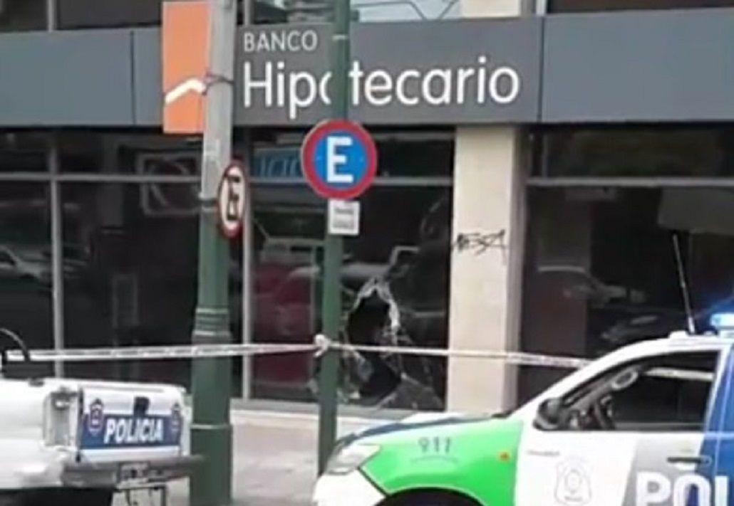 Lomas de Zamora: en cinco minutos, se robaron $650 mil de un banco