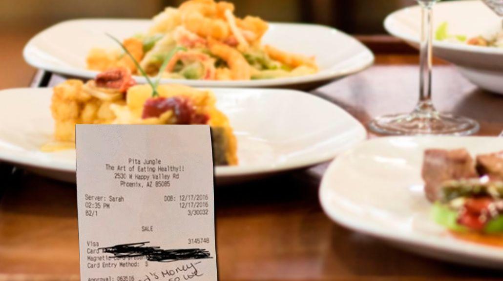 Junto a una nota, una moza embarazada recibió 900 dólares de propina