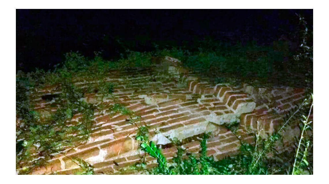 La cola de un tornado derribó árboles, postes de luz y voló techos en La Cumbre