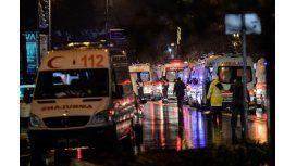 Ambulancias del 112 de Estambul acudieron al lugar del ataque