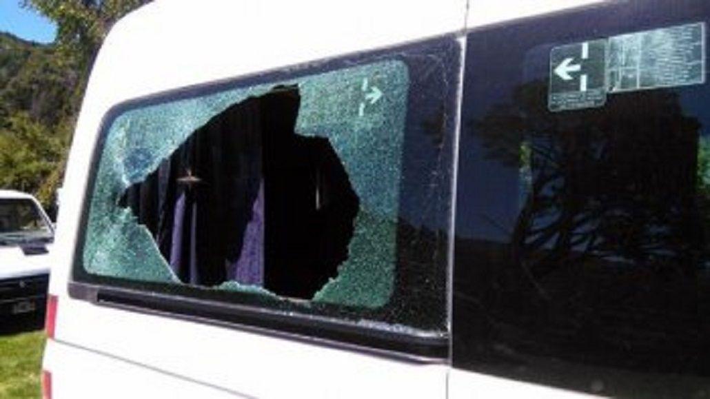 Hay siete personas demoradas por el ataque con piedras al auto de Macri