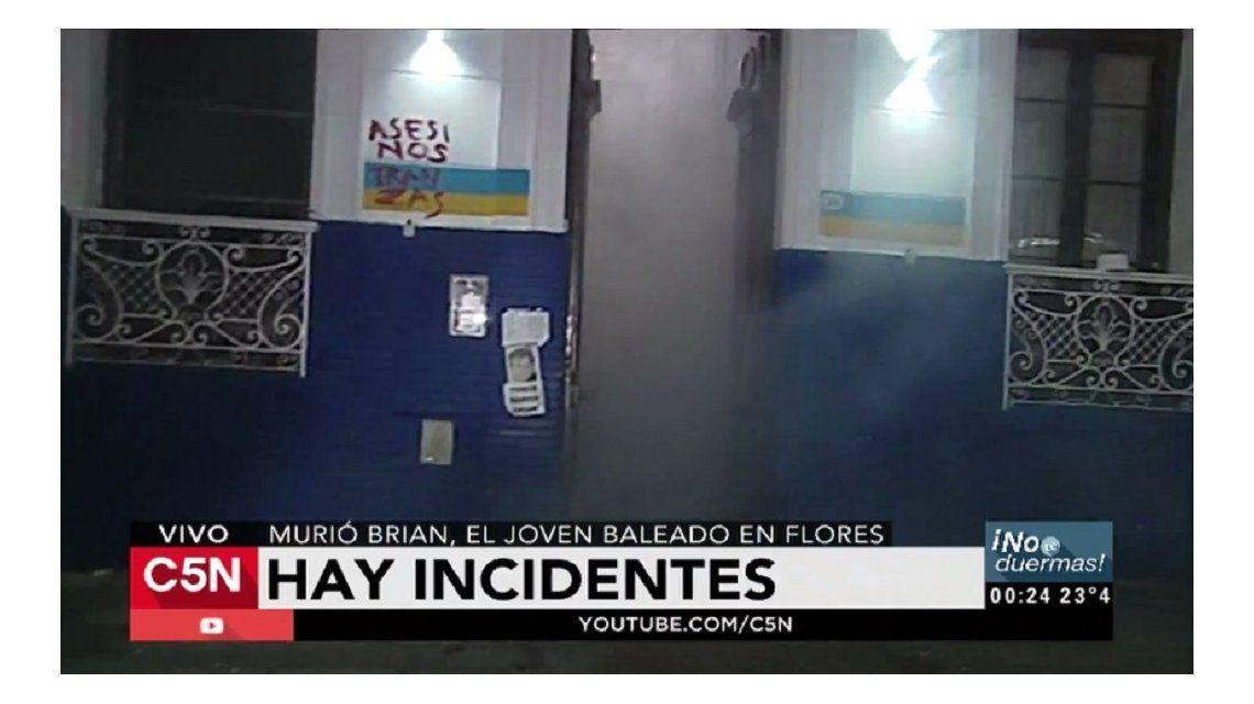 Gases lacrimógenos en la comisaría 38 de Flores tras el asesinato de Brian a manos de motochorros