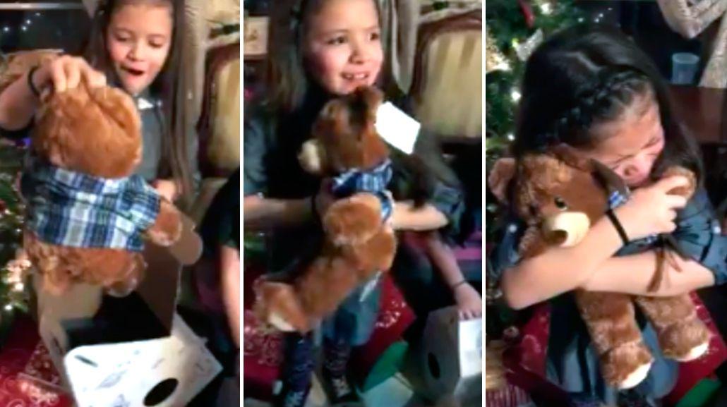 Dos nenas recibieron osos de peluches con la voz de su abuelo