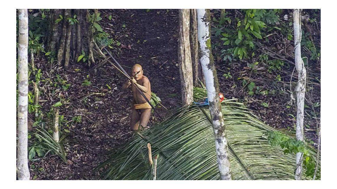 Fotografían a una tribu del Amazonas que vive aislada del mundo