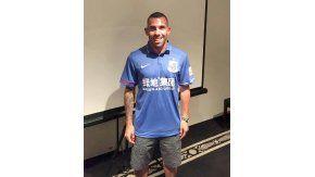 Carlos Tevez con la camiseta de Shanghai Greenland Shenhuade China