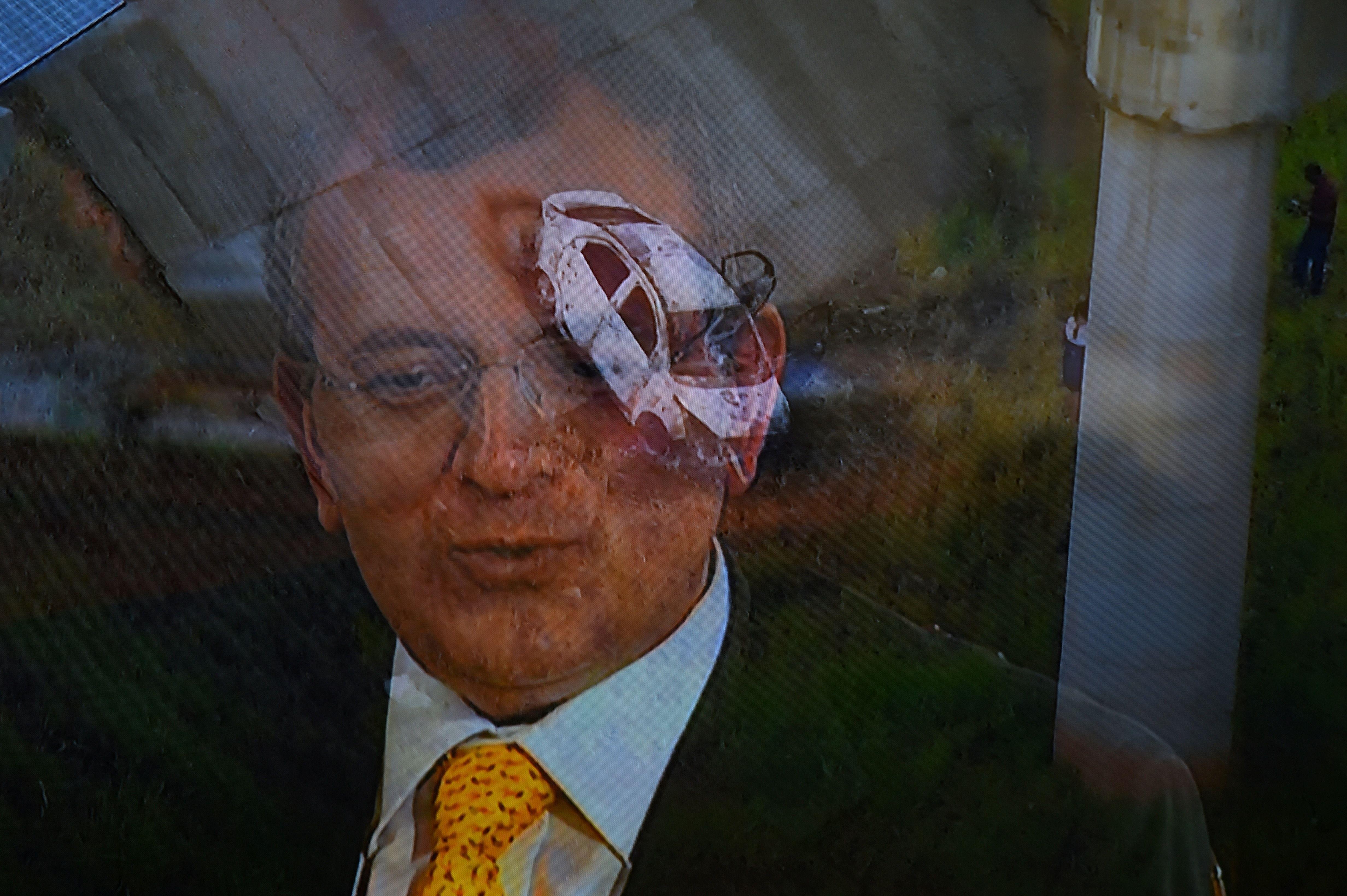 Kyriakos Amiridis y el auto en el que fue hallado asesinado