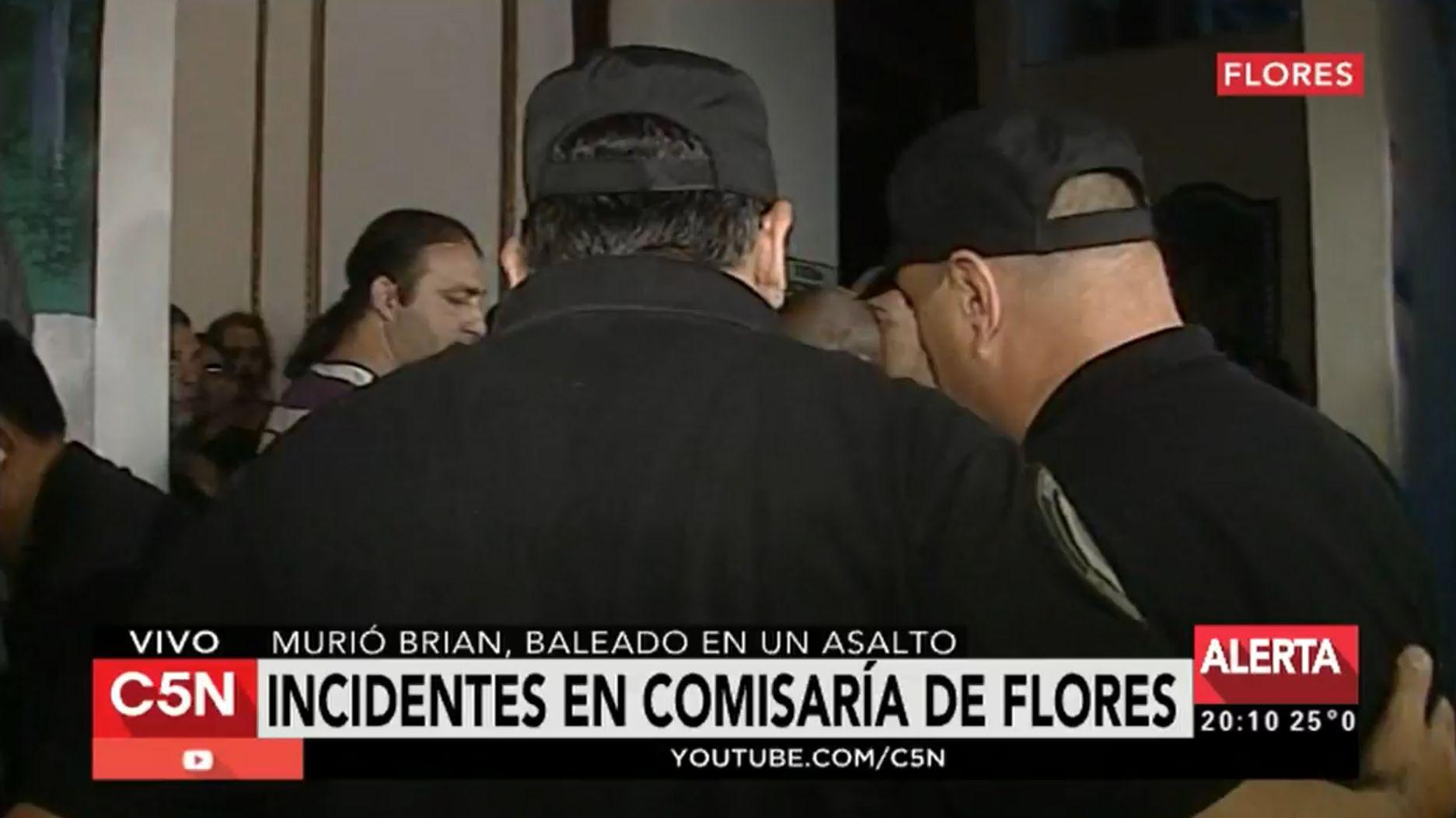 Muerte de Brian: incidentes en la comisaría de Flores