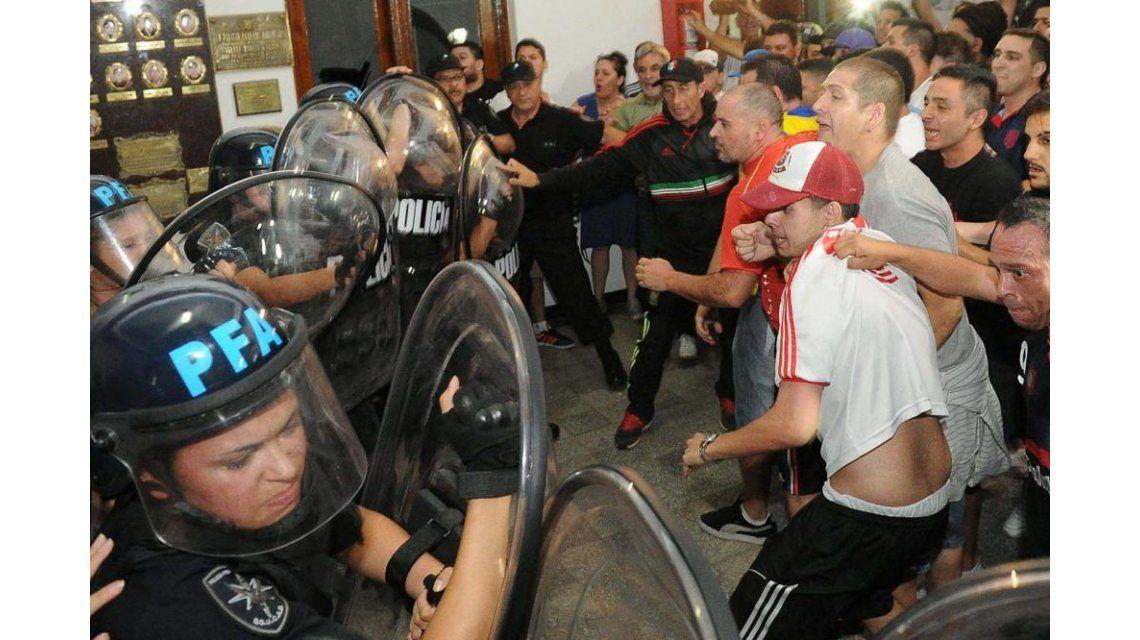Vecinos tomaron la comisaría 38 en Flores