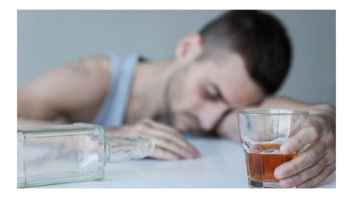14 mil rusos muren al año por consumir alcoholes alternativos - Crédito:THINKSTOCK