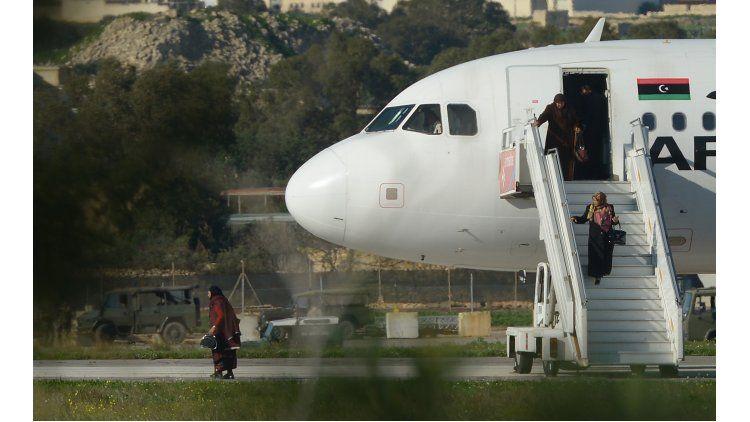 Liberan a pasajeros del avión secuestrado en Malta
