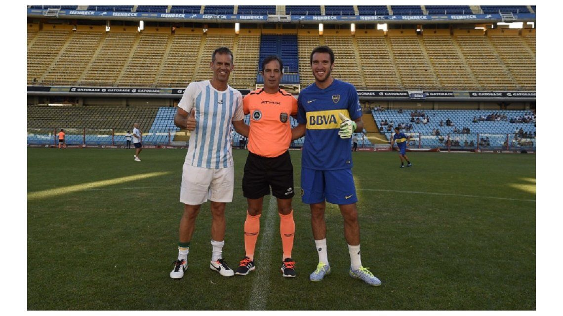 Orsanic posa junto a Leo Mayer en la foto protocolar de los capitanes
