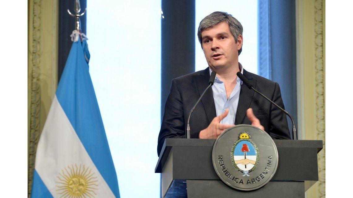 Peña anunció en conferencia la salida de Prat Gay
