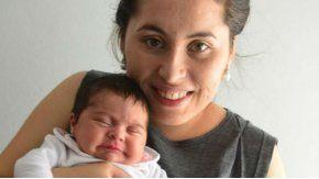 Brenda junto a su hija, Ángeles Milagros