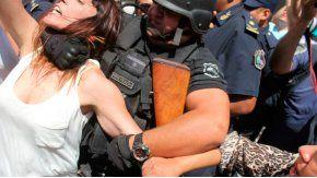 Violenta represión policial