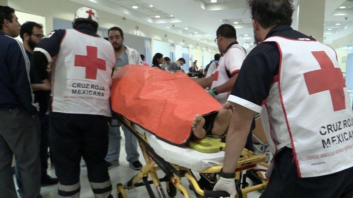 Cruz Roja Mexicana retira heridos del mercado de pirotecnia de San Pablito en México