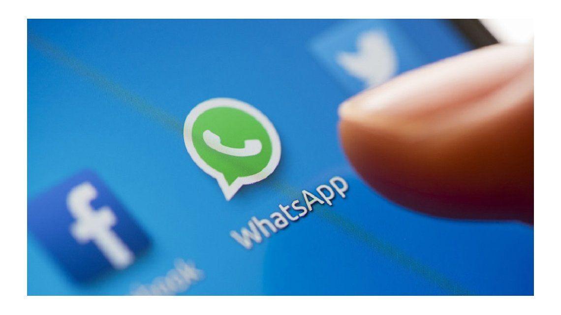 WhatsApp ya permite enviar GIFs