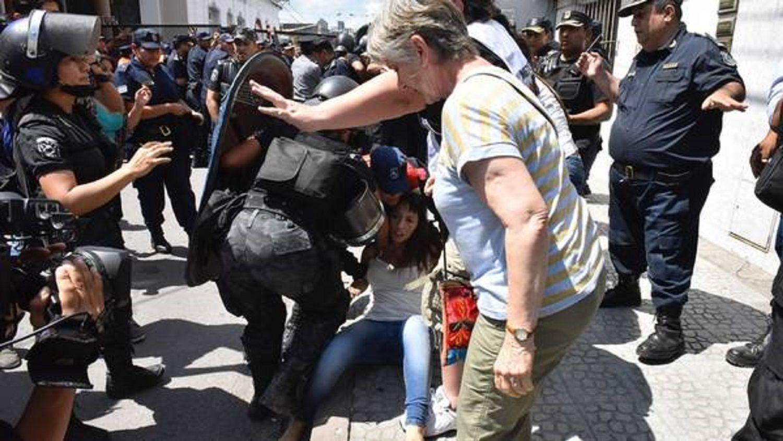 DipuatadaMayra Mendoza fue golpeada por la policía