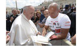 El momento del esperado encuentro del atleta con el Papa