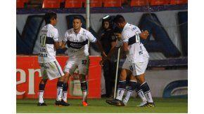 El festejo de Gimnasia que cerró el año con una goleada en Mendoza