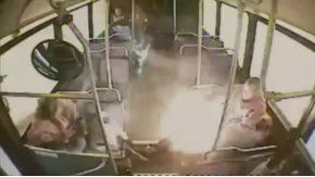 El cigarrillo explotó en el bus