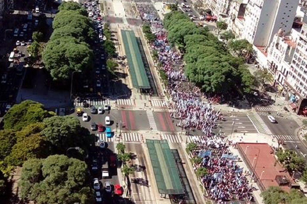 Piqueteros cortan la 9 de Julio en reclamo de la liberación de Sala