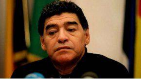 Polémica foto de Maradona cazando animales