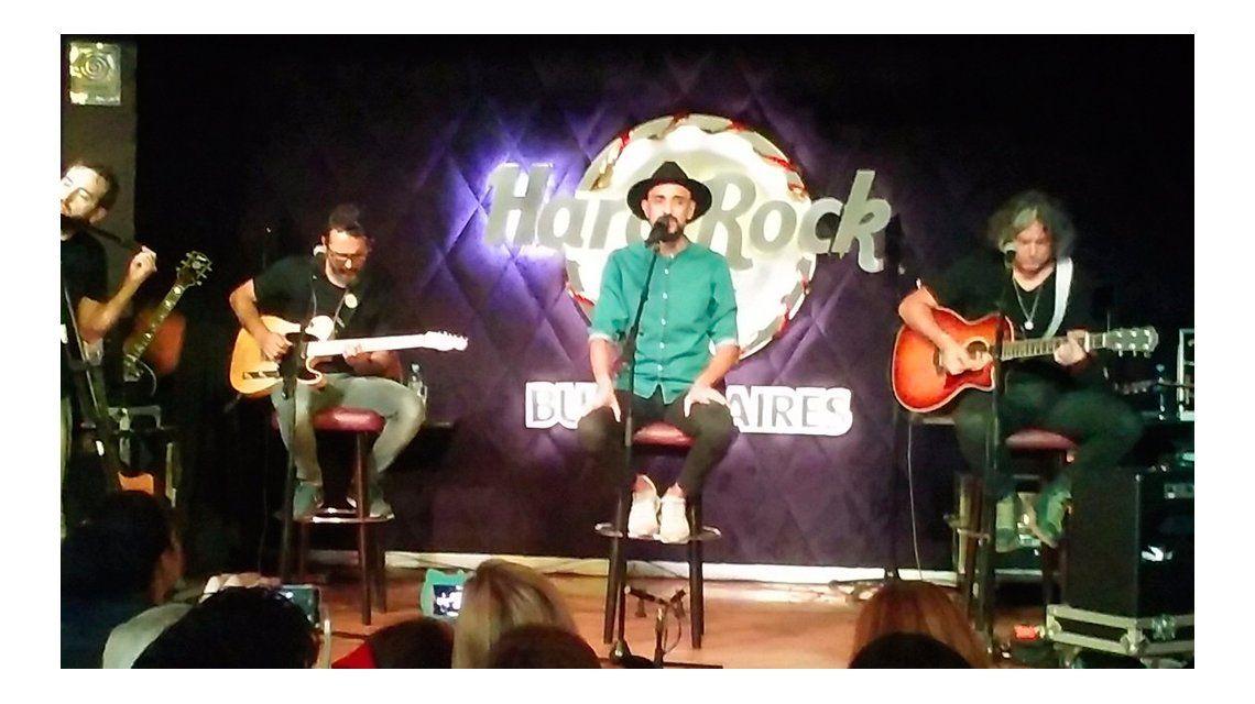 Abel Pintos brindó un show en Hard Rock Cafe
