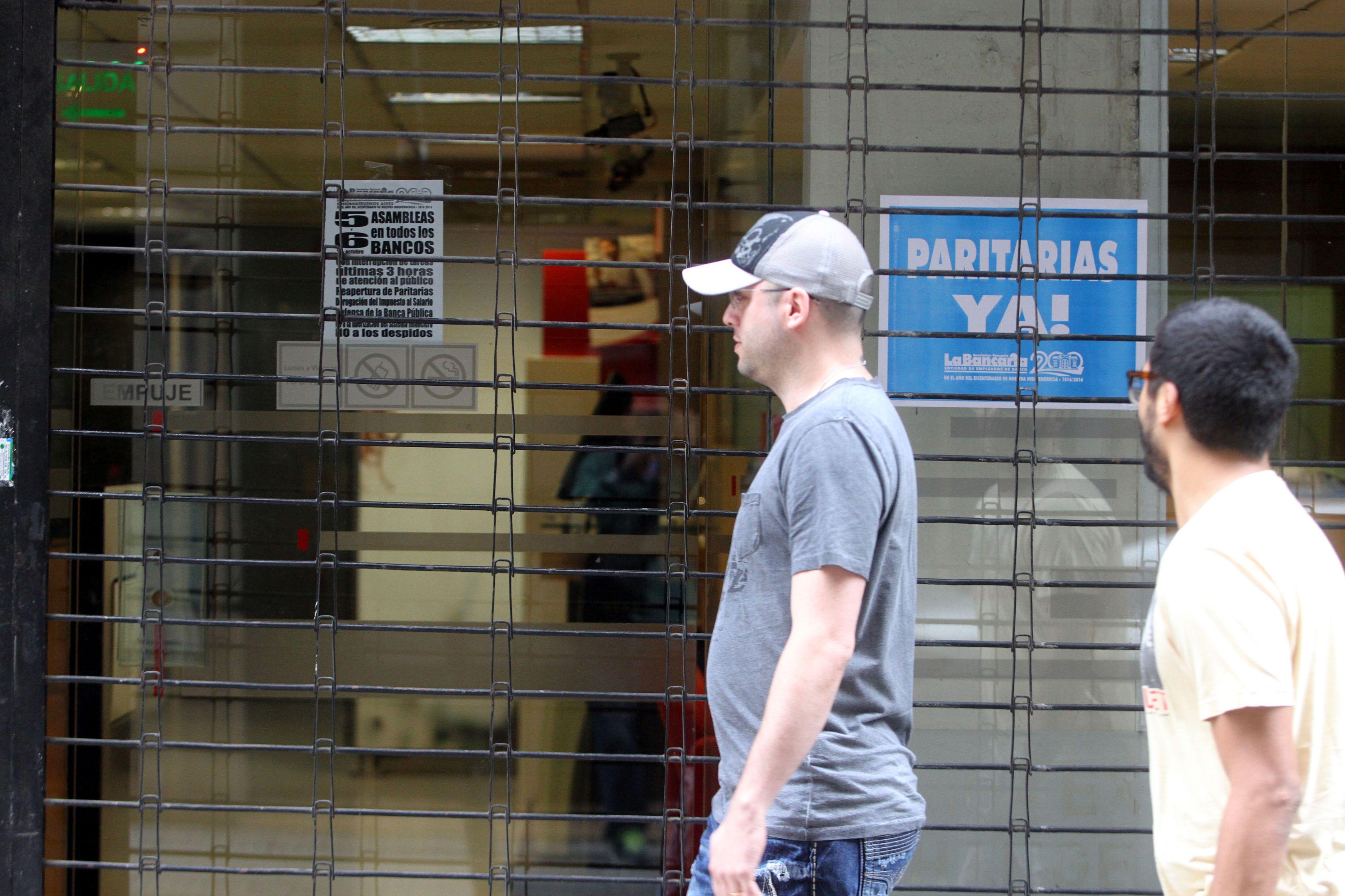 Bancarios levantaron el paro y hoy habrá atención en todas las entidades