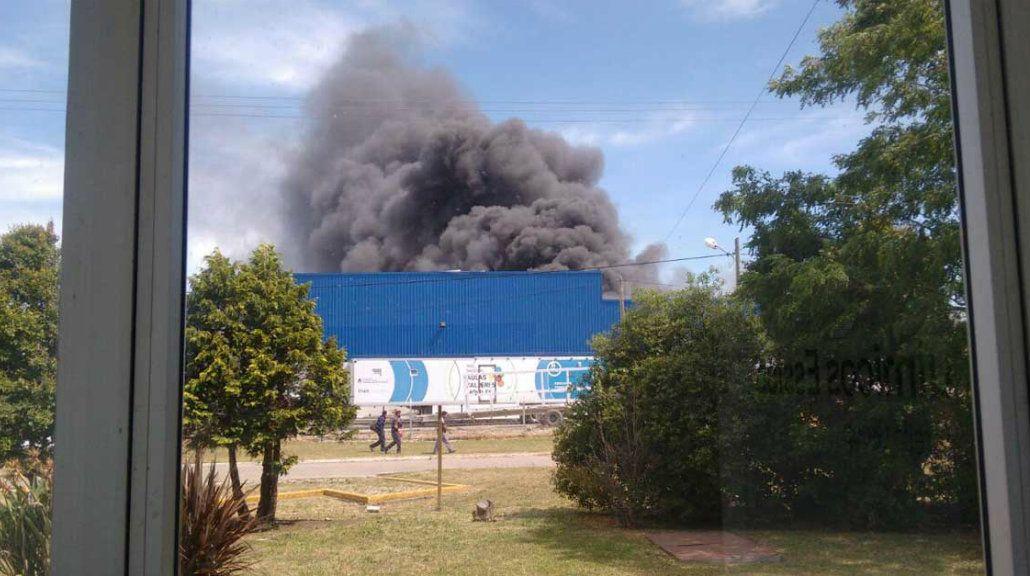 Se incendió una fábrica metalúrgica en el parque industrial en Mar del Plata