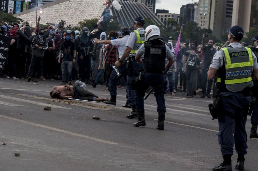 Policía Militar reprime violentamente una manifestación contra Michel Temer