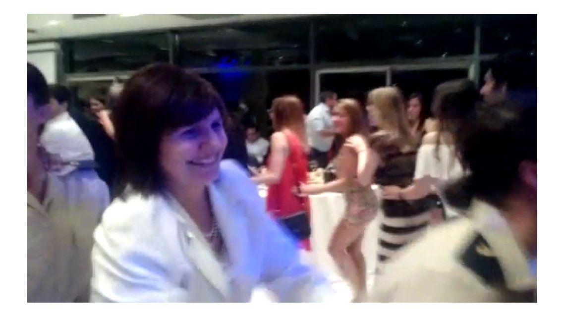 Patricia Bullrich se animó al trencito en la fiesta de Gendarmería