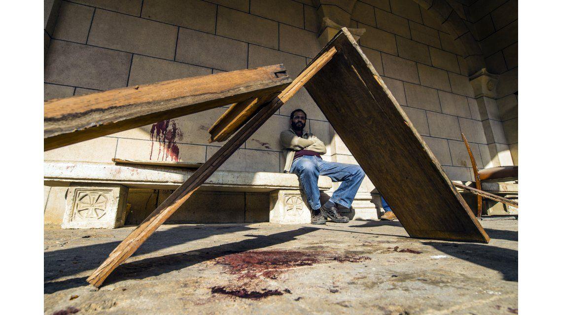 Una bomba explotó en plena misa en una iglesia minoritaria al lado de la catedral de El Cairo.