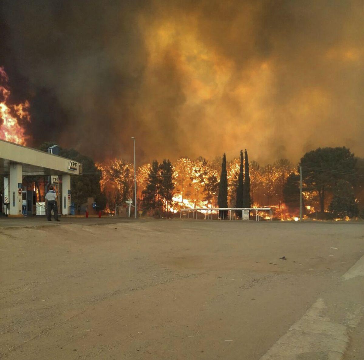 Evacuaron a vecinos y hay un bombero herido en Cariló