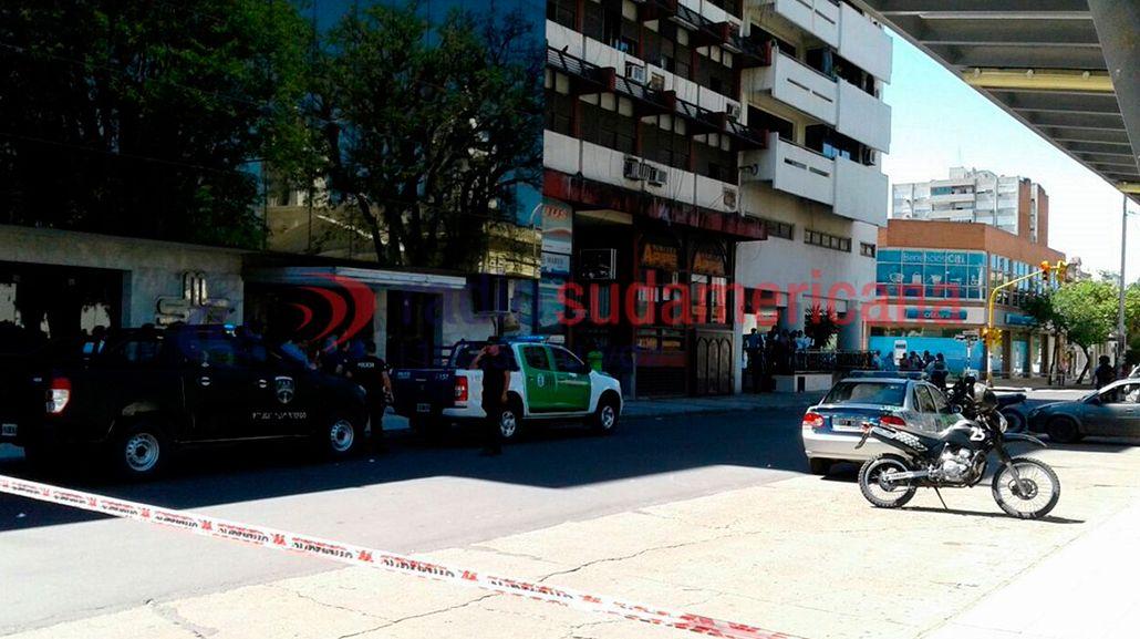 Toma de rehenes en una remisería de Corrientes: el atrincherado sería un ex chofer