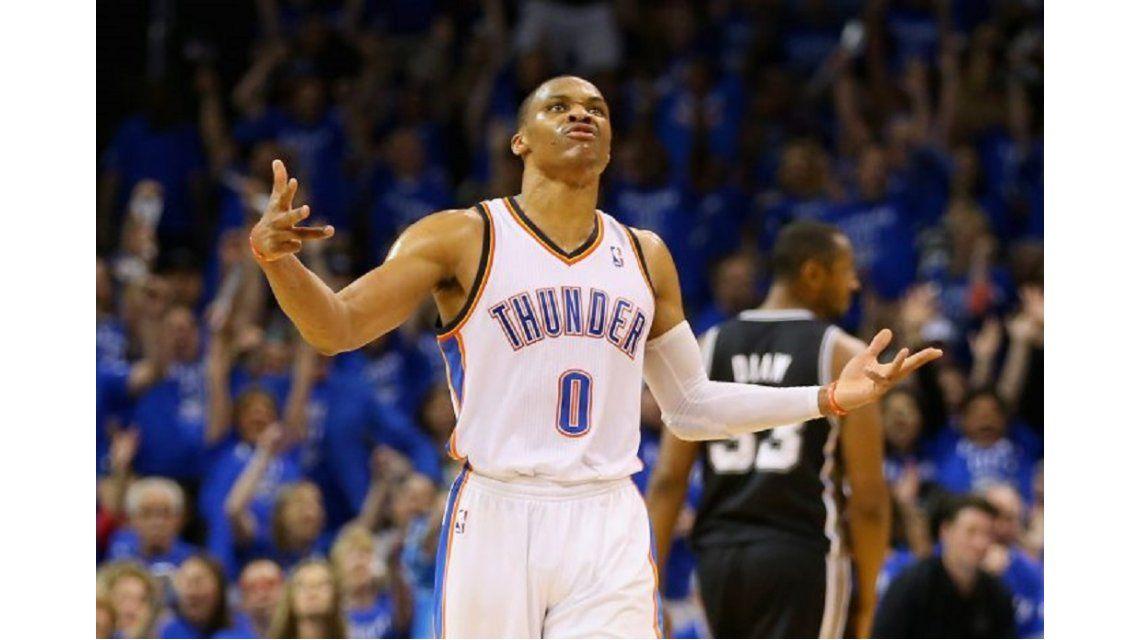 Westbrook llegó a los siete triple-doble al hilo