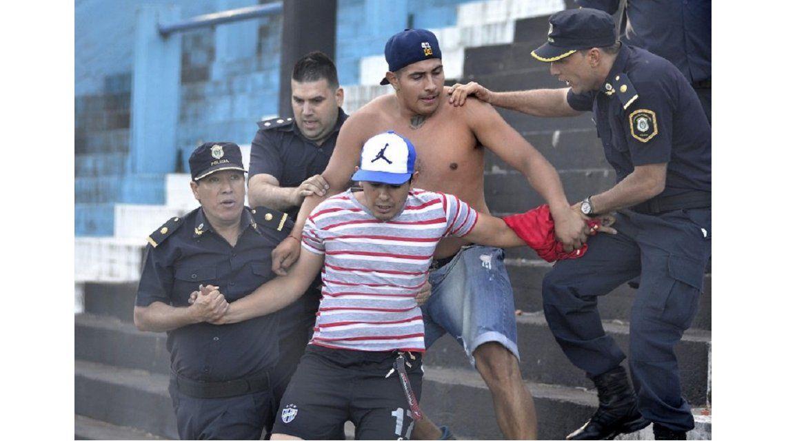 Así actuaba el operativo policial en el Almagro - Atlético Paraná