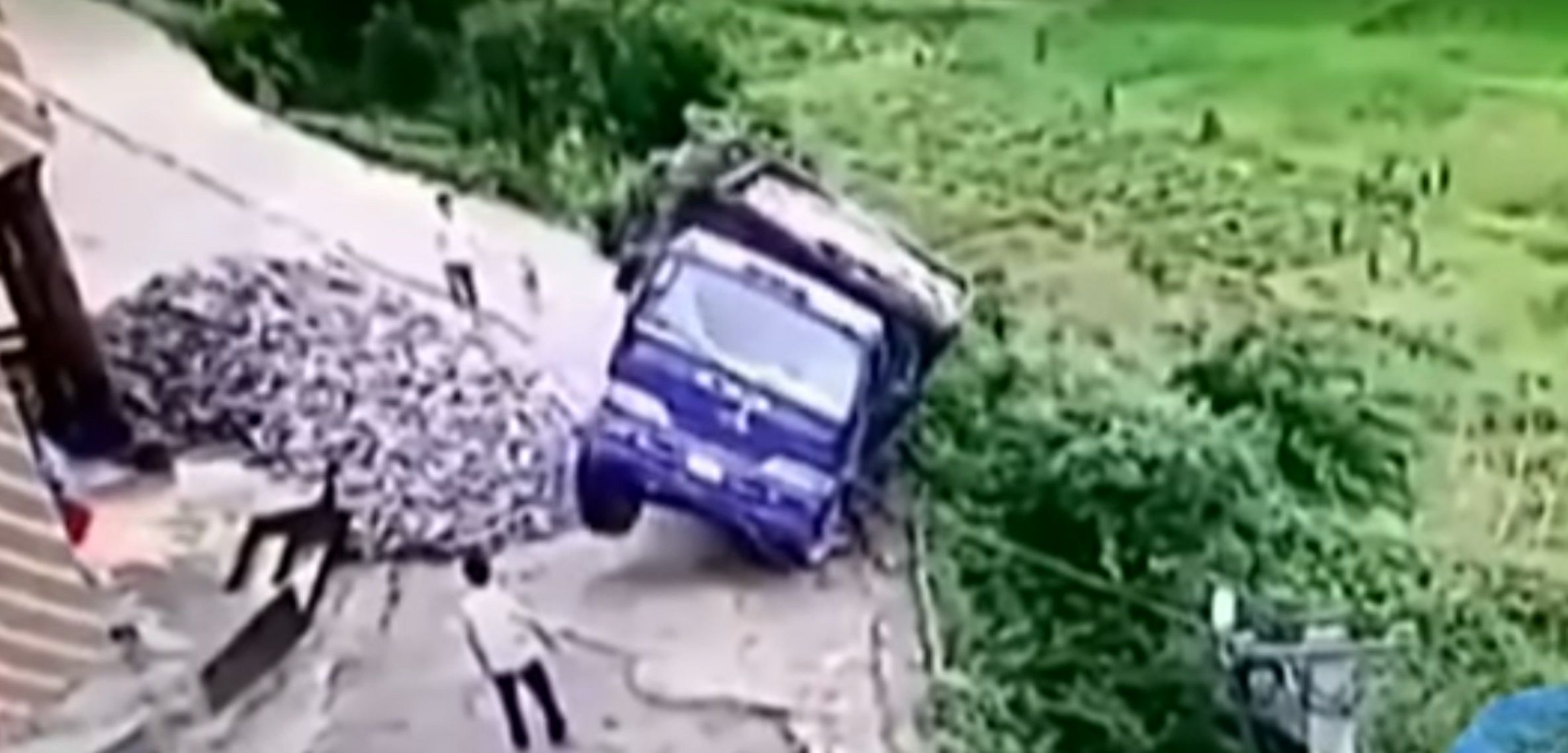 conductor chino se salvó de milagro
