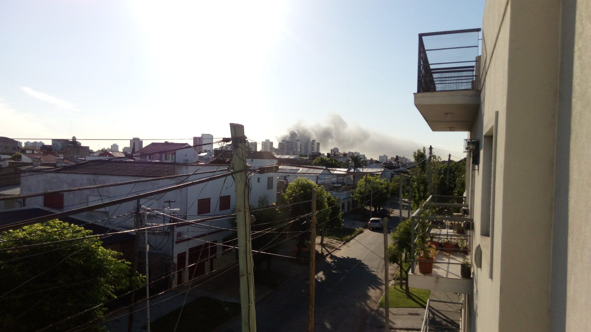 Voraz incendio en Bernal