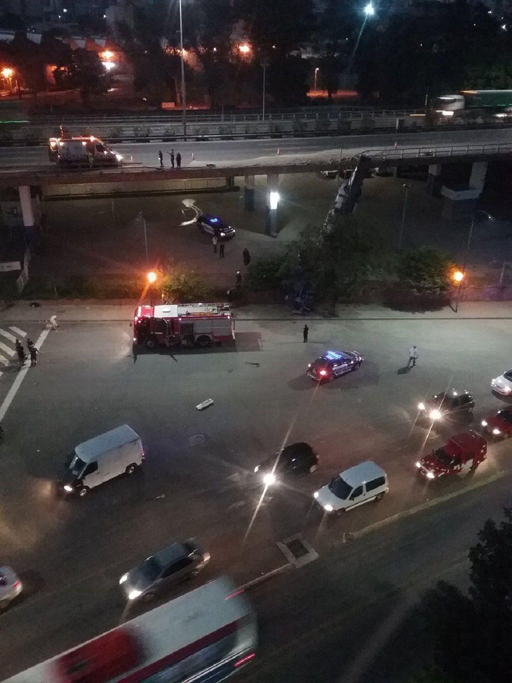 Un chofer murió tras caer con su camión de la autopista Perito Moreno