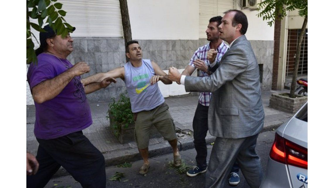 Violenta e insólita discusión de tránsito en pleno centro de Rosario