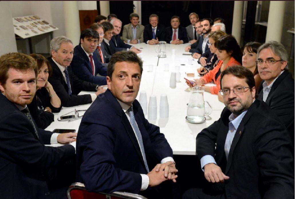 La reunión en el Congreso en la que se decidió ir a sesiones extraordinarias