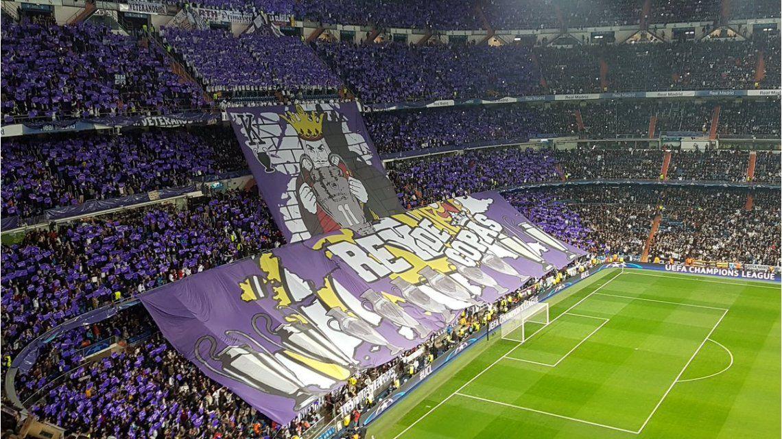 Con una bandera gigante, Real Madrid se proclama Rey de Copas