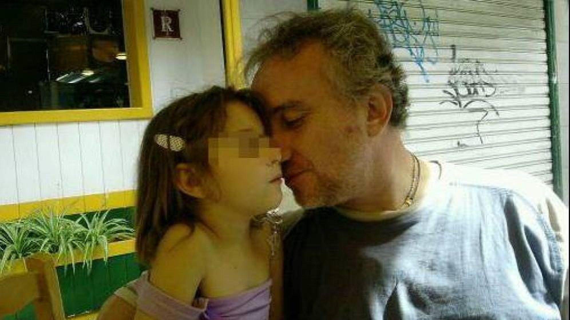 Nadia junto a su padre